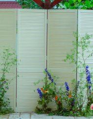 panou poze cu uși vintage in aer liberpentru evenimente